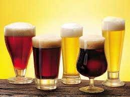 A cor da cerveja não faz dela mais forte ou mais fraca