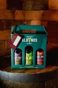 As cervejas podem ser escolhidas pelo cliente, de acordo com disponibilidade de estoque da casa.