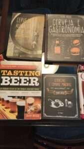 São várias opções de livros sobre cerveja para quem busca aumentar seu conhecimento sobre o assunto.