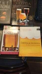 Livros sobre cerveja que falam da bebida sob diferentes aspectos. Excelentes leituras para a quarentena!