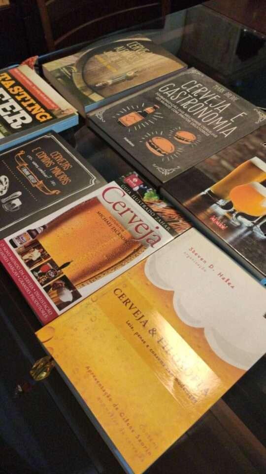 Leia livros sobre cerveja nesta quarentena