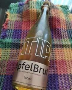 Cerveja com maçã, lançamento da Sátira, de Minas Gerais