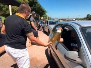 Vinhedo, em SP, desenvolveu uma ação solidária bem legal. Trocou cerveja por alimentos a serem doados.