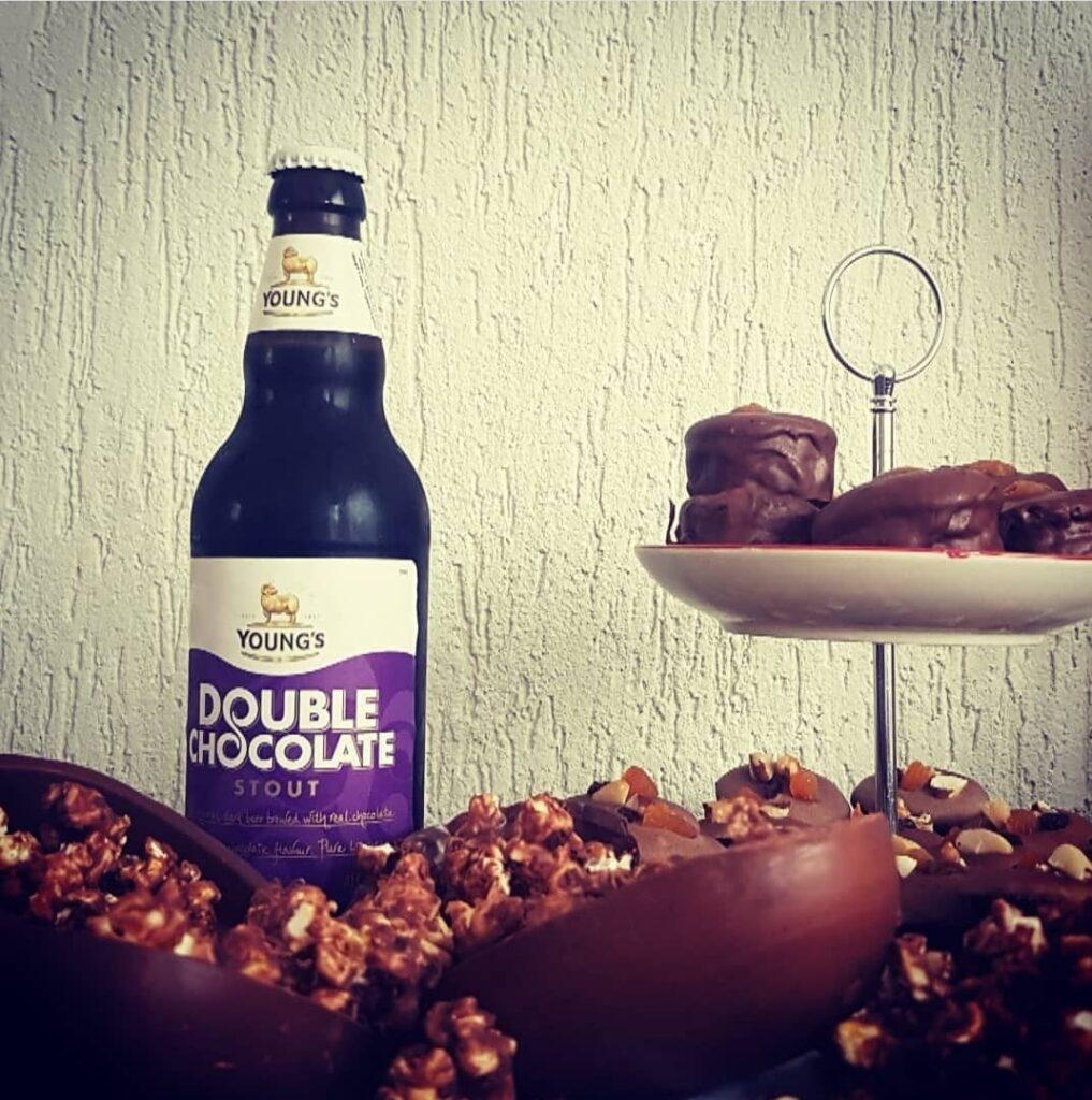 Chocolate e cerveja. Chocolate com cerveja. Cerveja com chocolate.