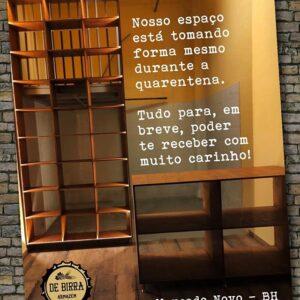De Birra, projetada em detalhes pela arquiteta Morgana Arreguy, para aproveitamento do pequeno espaço.