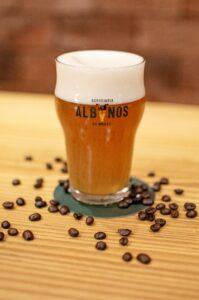 Cerveja de café é o terceiro rótulo da série Da Origem ao Copo da Cervejaria Albanos