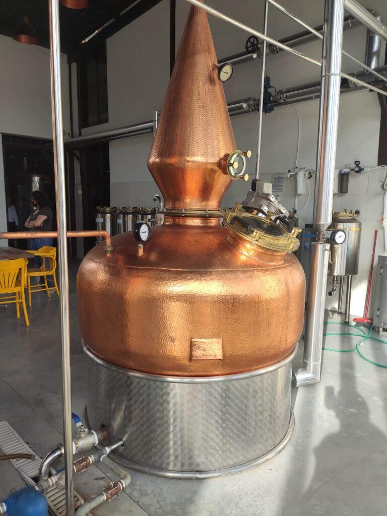 A destilaria da Artesamalt está instalada ao lado da cervejaria