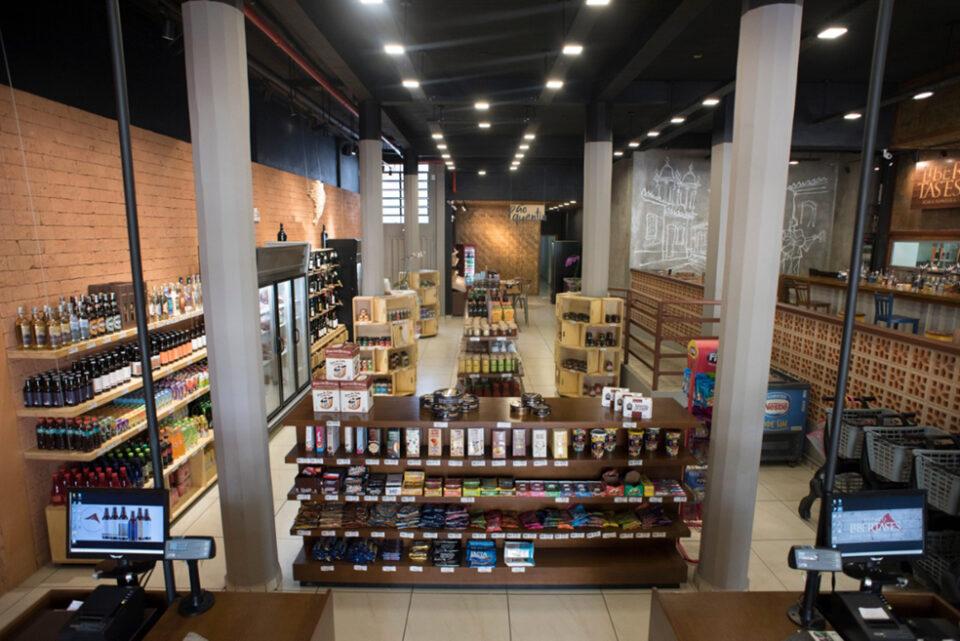 Espaço Libertastes é um complexo gastronômico com padaria, mercearia e choperia