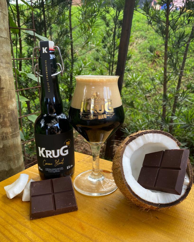 Krug Cacau Stout recebe nibs de cacau, coco queimado e favas de baunilha na receita. Um verdadeiro chocolate gelado!